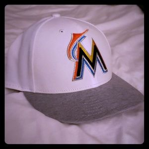 Marlins custom fitted new logo never worn *MINT*